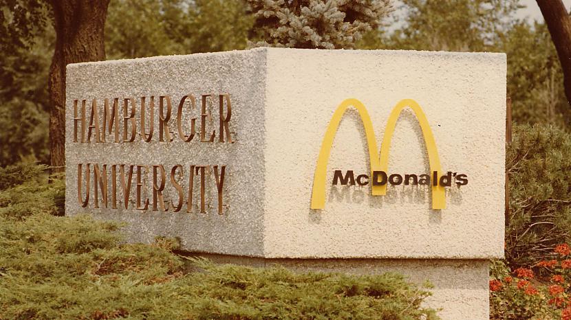 BurgerologsJap un tā bildē... Autors: ZZ Visss 8 riktīgi foršās profesijas, kuras Tu noteikti gribētu izmēģināt!